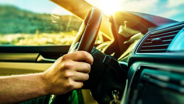 Autofahrt in der Sonne