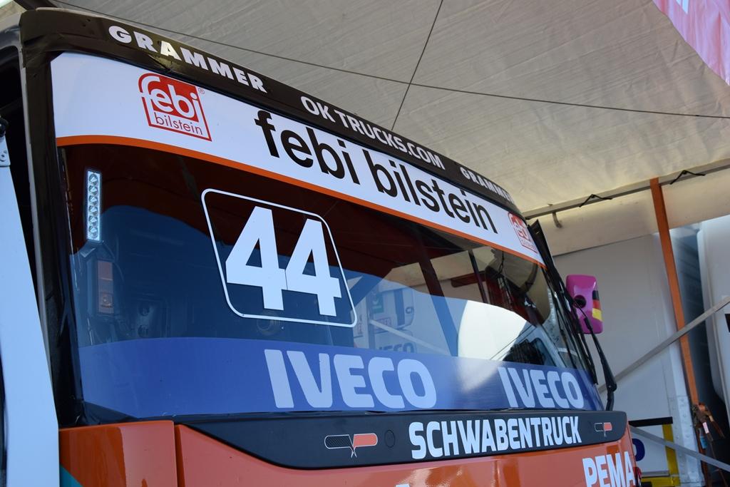 Der Race Truck von Steffi Halm mit dem prägnanten febi Logo auf der Windschutzscheibe.