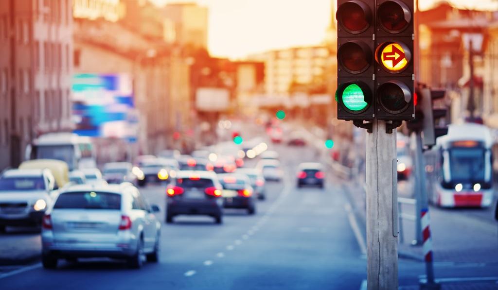 Idealzustand für Autofahrer: grünes Licht an der Ampel