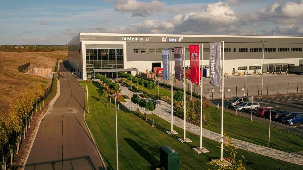 Das 2018 eröffnete Logistikzentrum der bilstein group in England.