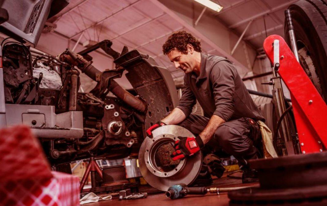 Nutzfahrzeuge benötigen aufgrund ihres hohen Gewichts besonders leistungsfähige Bremssysteme.